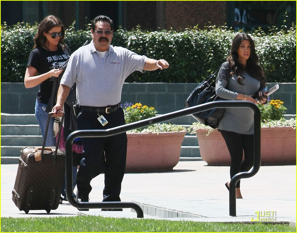 kourtney kardashian bigger baby bump 062166522