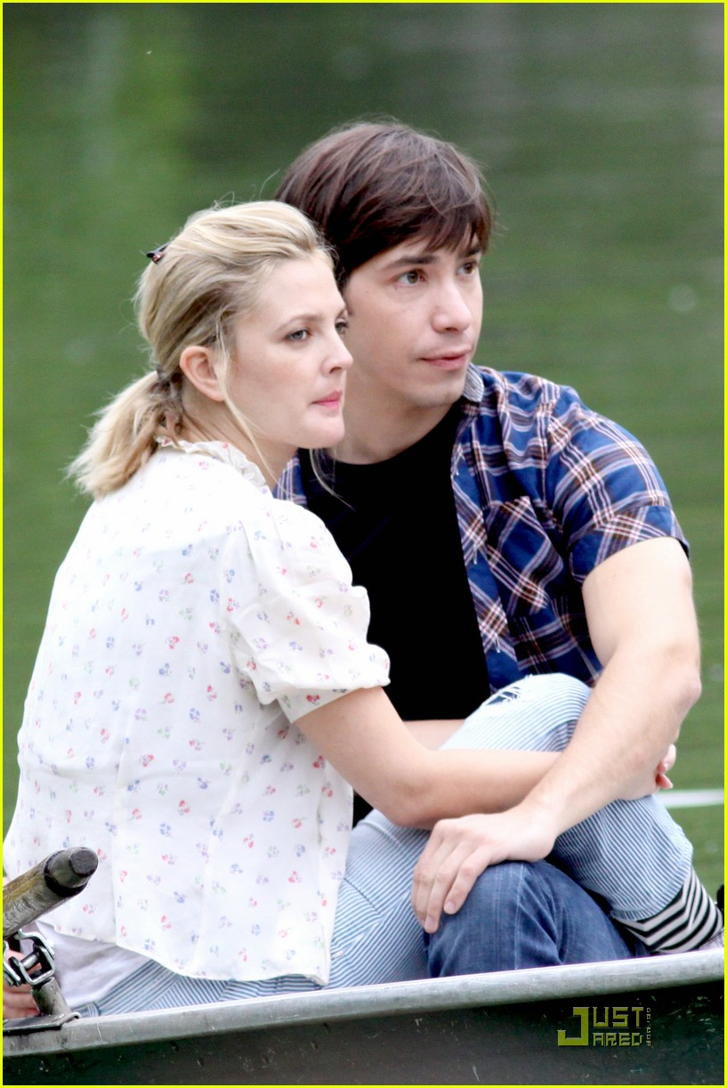 drew barryymore justin long kissing rowboat 052107581