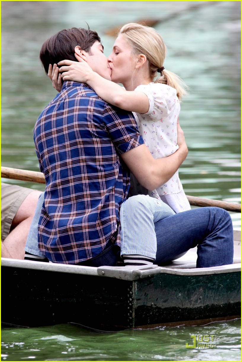 drew barryymore justin long kissing rowboat 09