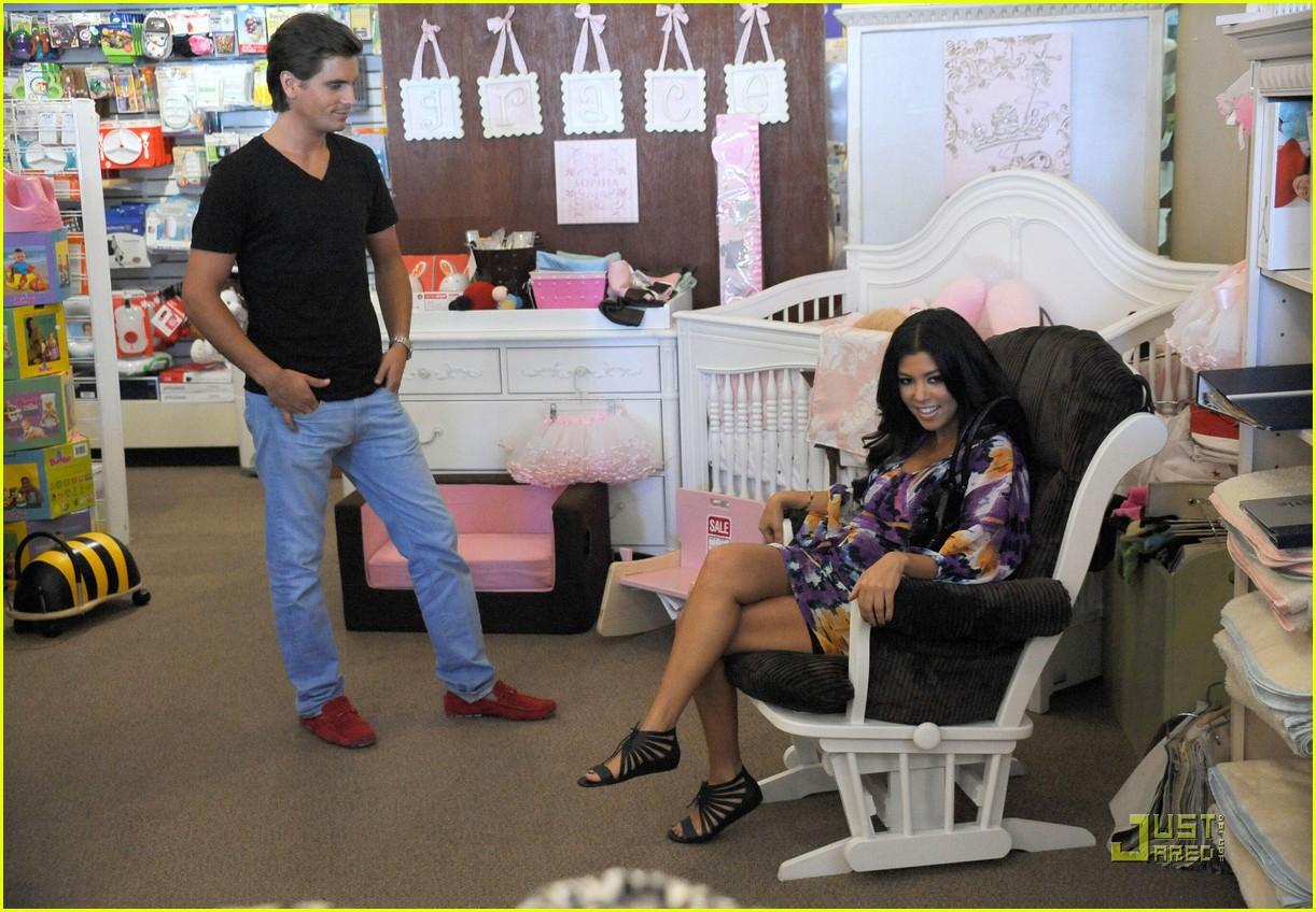 kourtney kardashian scott disick baby shopping 03