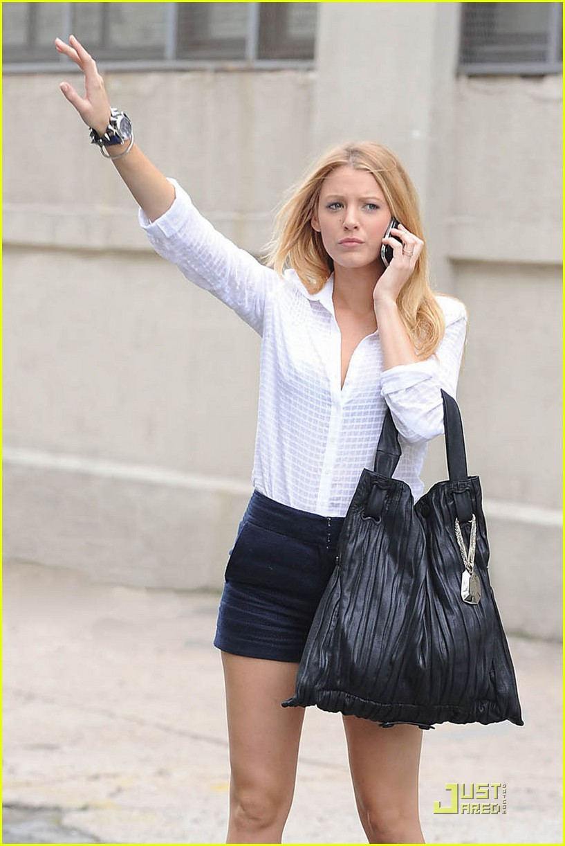 blake lively donna karan eldridge bag 01