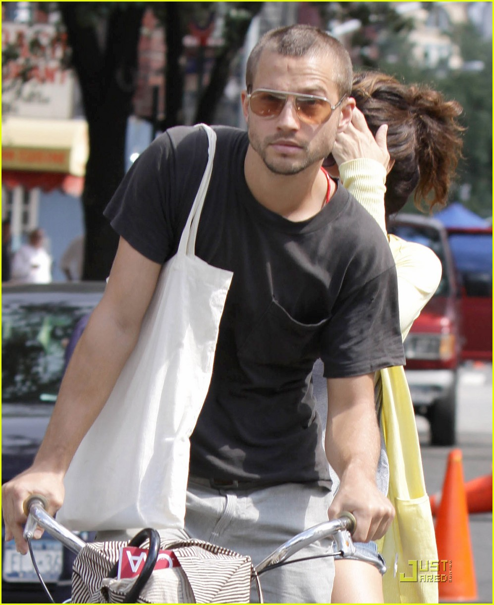 marisa tomei logan marshall green bicycle 09
