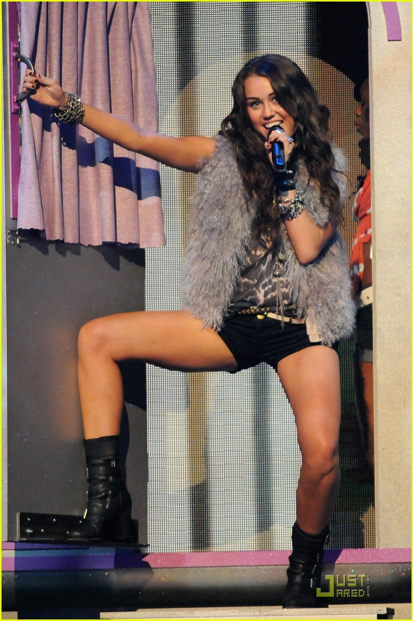 miley cyrus pole dancing teen choice awards 01