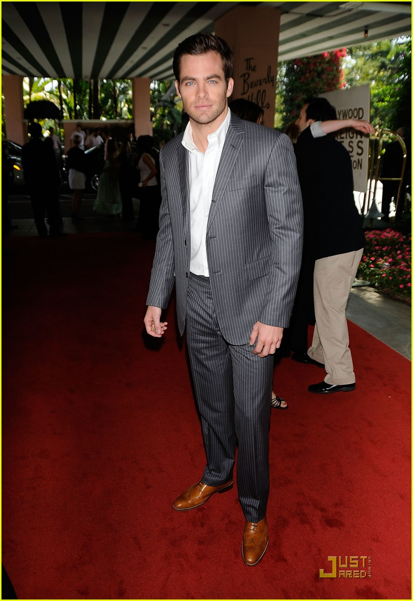 chris pine hollywood foreign press luncheon 02