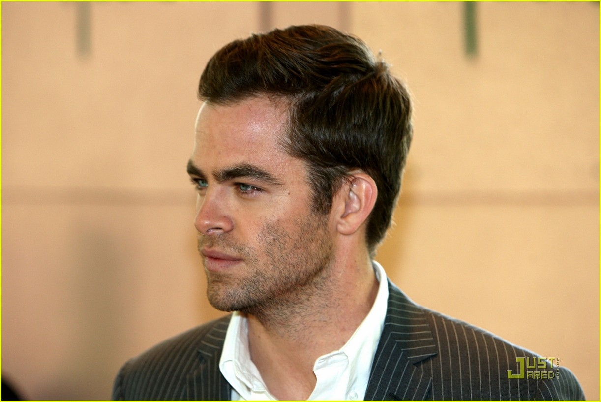 chris pine hollywood foreign press luncheon 03