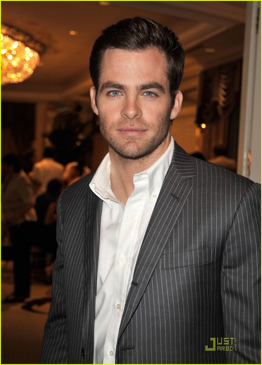 chris pine hollywood foreign press luncheon 19