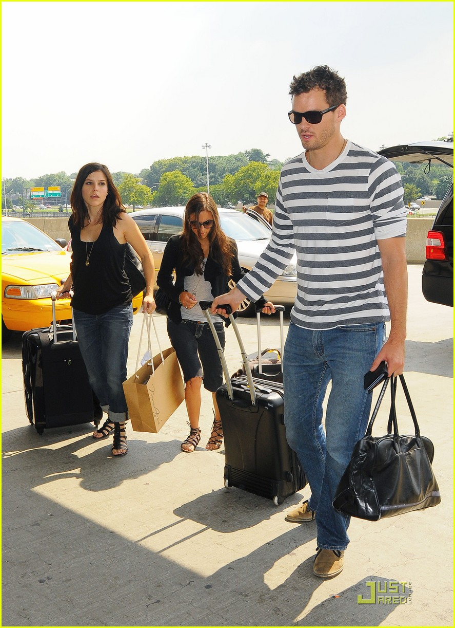 sophia bush austin nichols on again couple 11