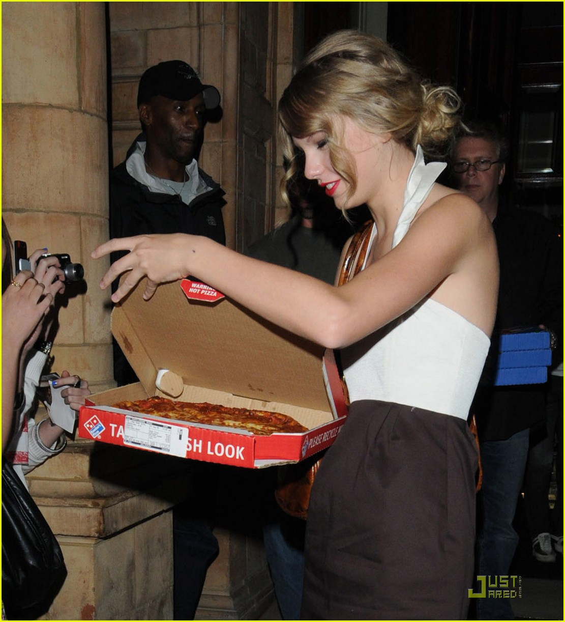 taylor swift pizza fans 05