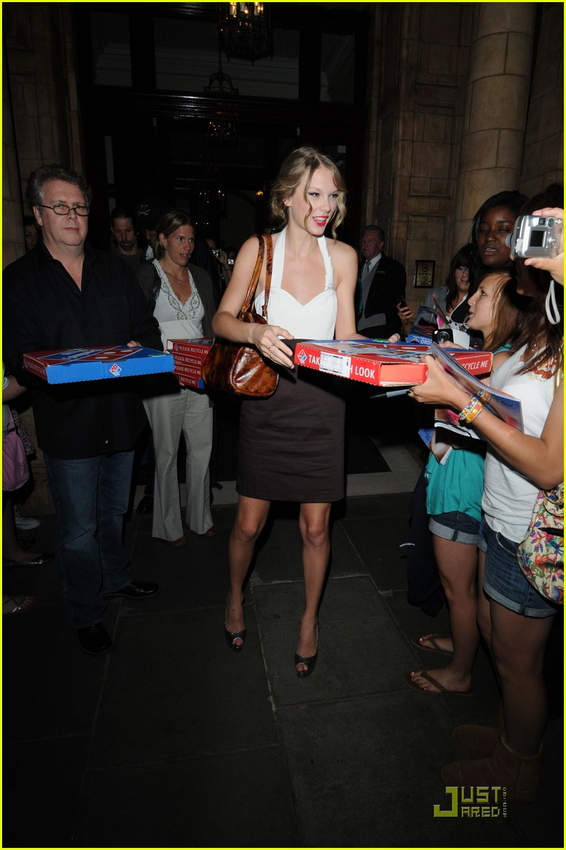 taylor swift pizza fans 072149402