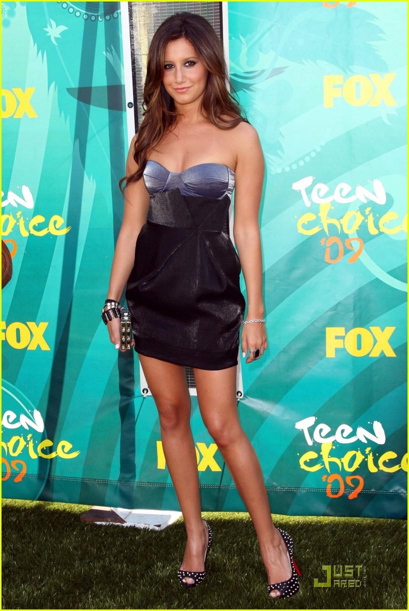 Teen Choice Awards 2017: Red Carpet Arrivals Photos m 54
