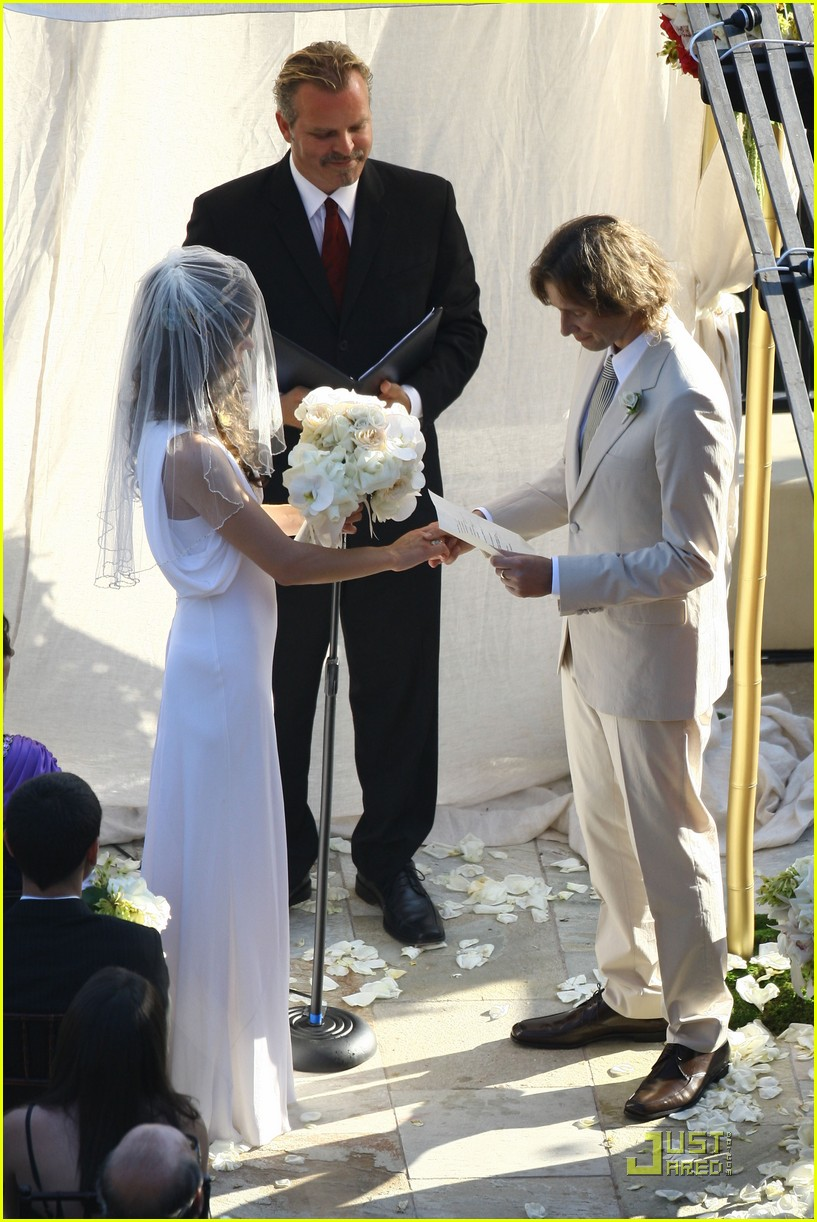 milla jovovich wedding picture 12