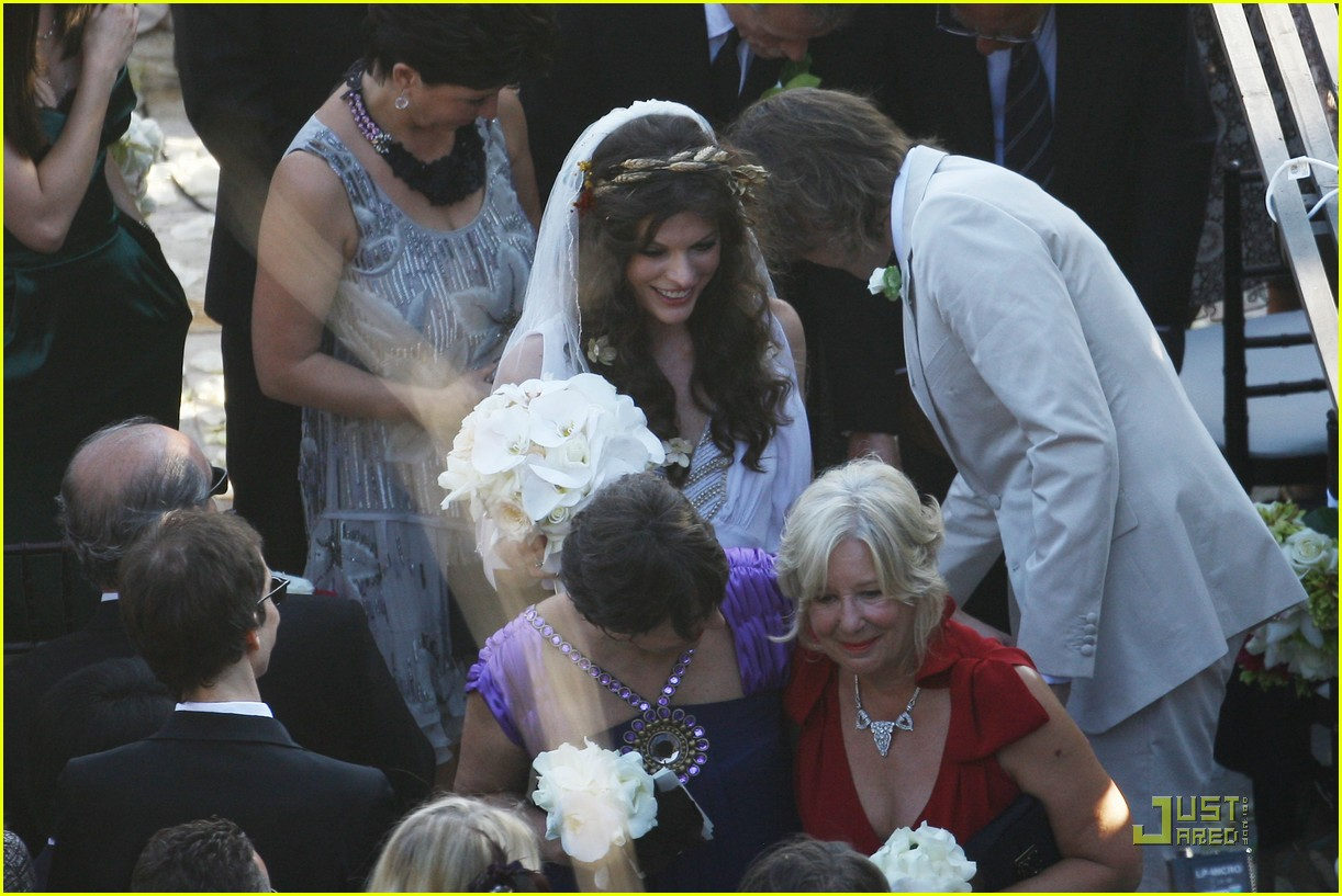 milla jovovich wedding picture 14