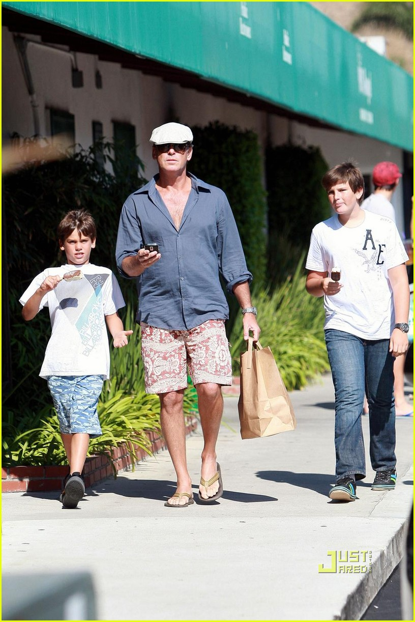 pierce brosnan malibu country mart 01