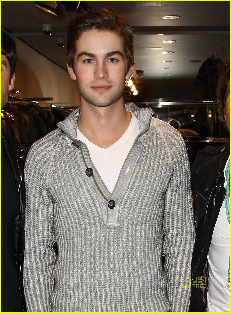 chace crawford bar refaeli 062209121