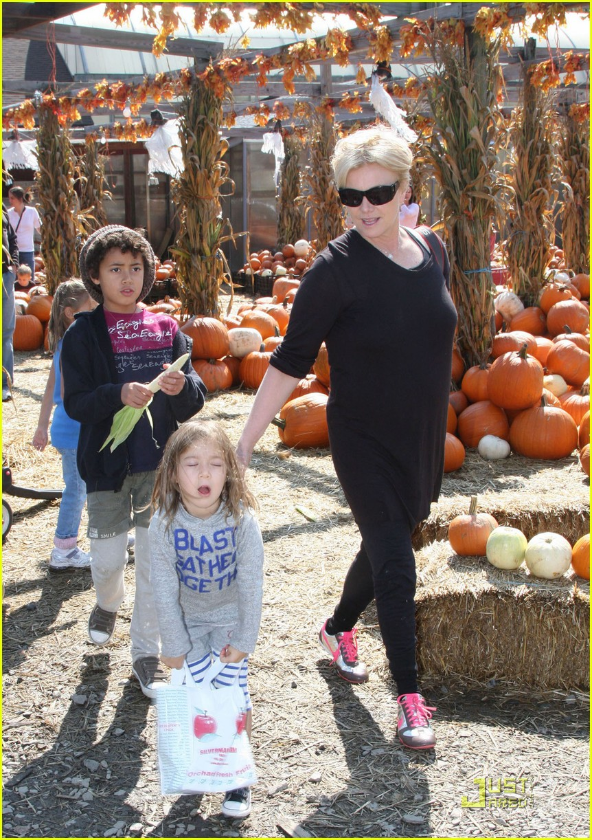 hugh jackman pumpkin patch 012250981