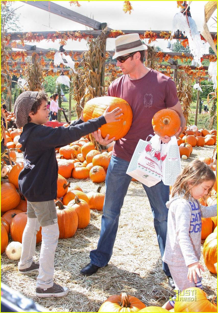hugh jackman pumpkin patch 03