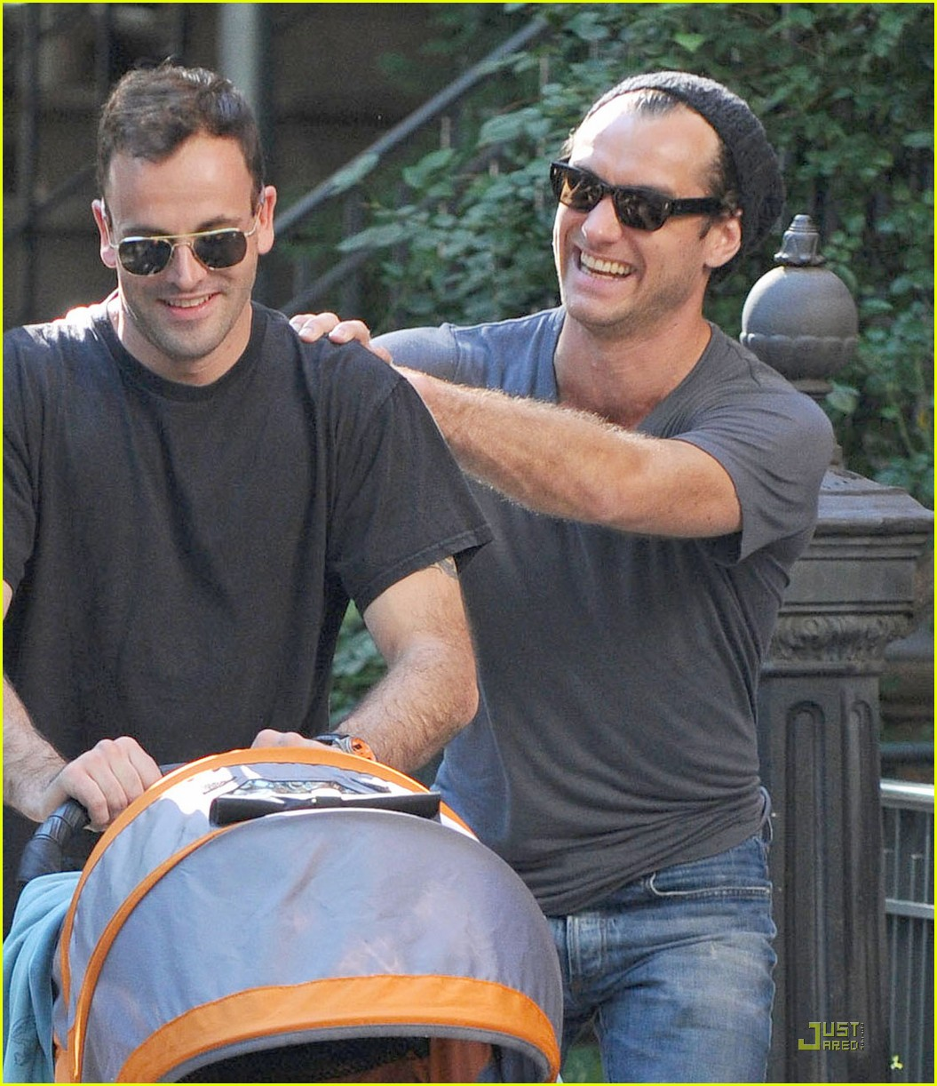 "Photo of Jude Law & his friend actor  Johnny Lee Miller - Movie ""Love, Honour and Obey"""