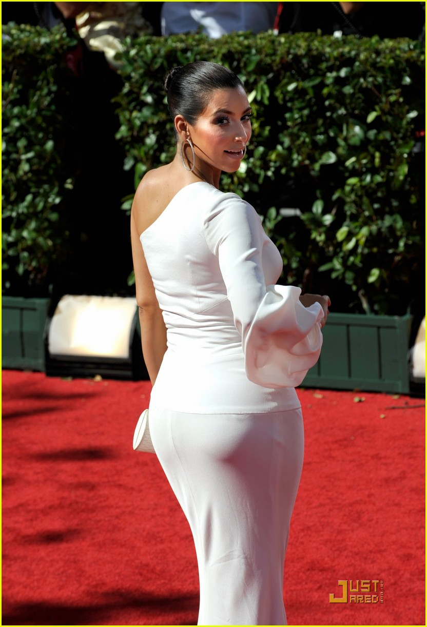 kim kardashian emmy awards 2009 06