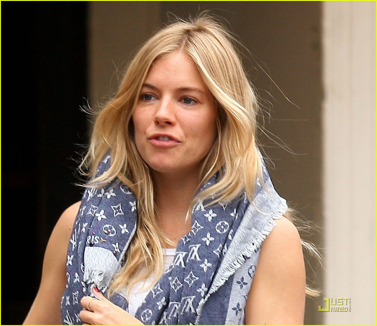 sienna miller red boots beautiful 04