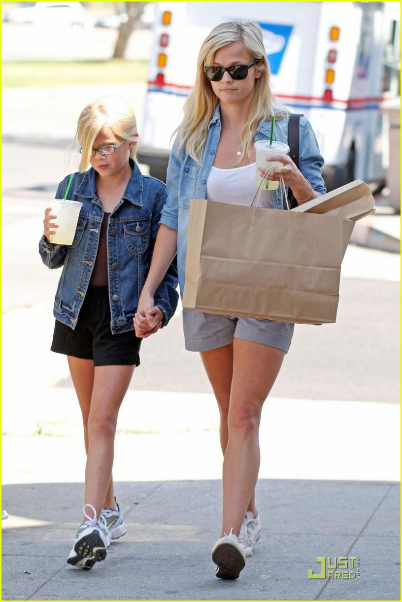 reese witherspoon ava phillippe lemonade 112228551