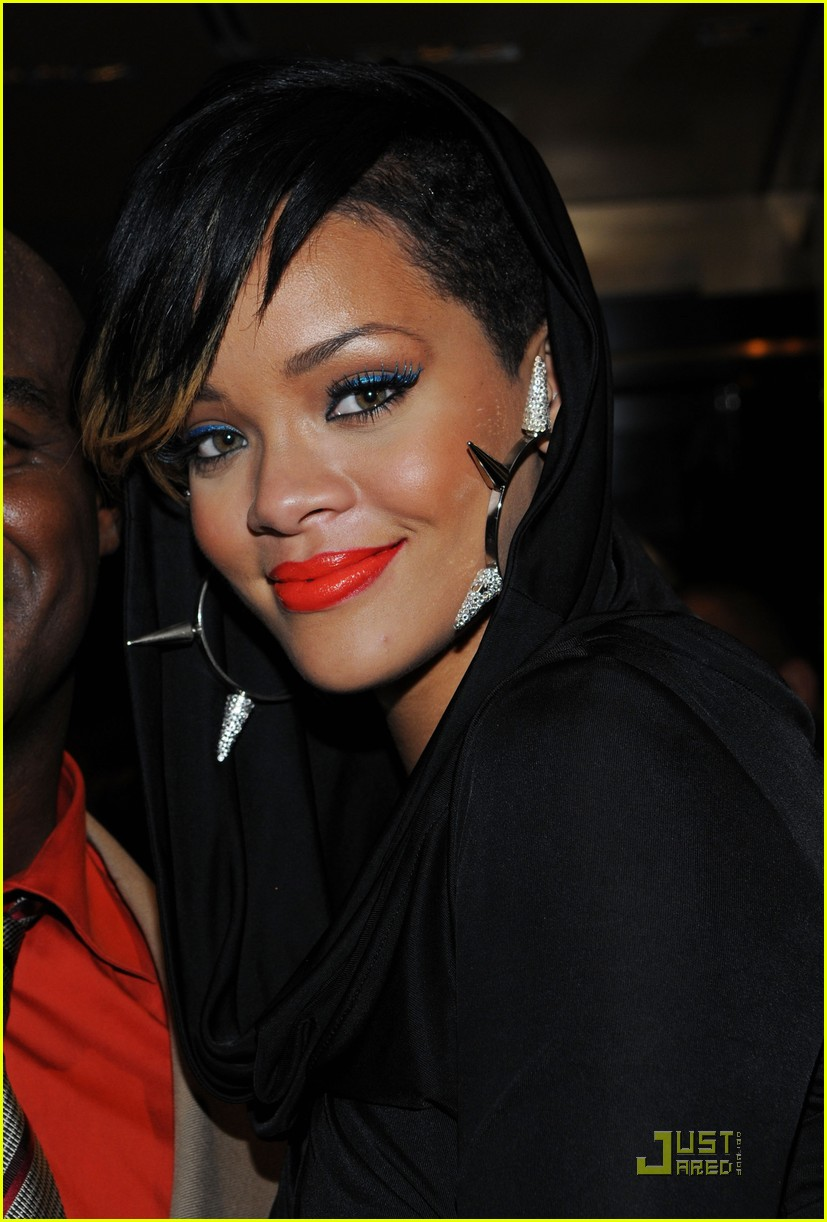 rihanna fashion week 32