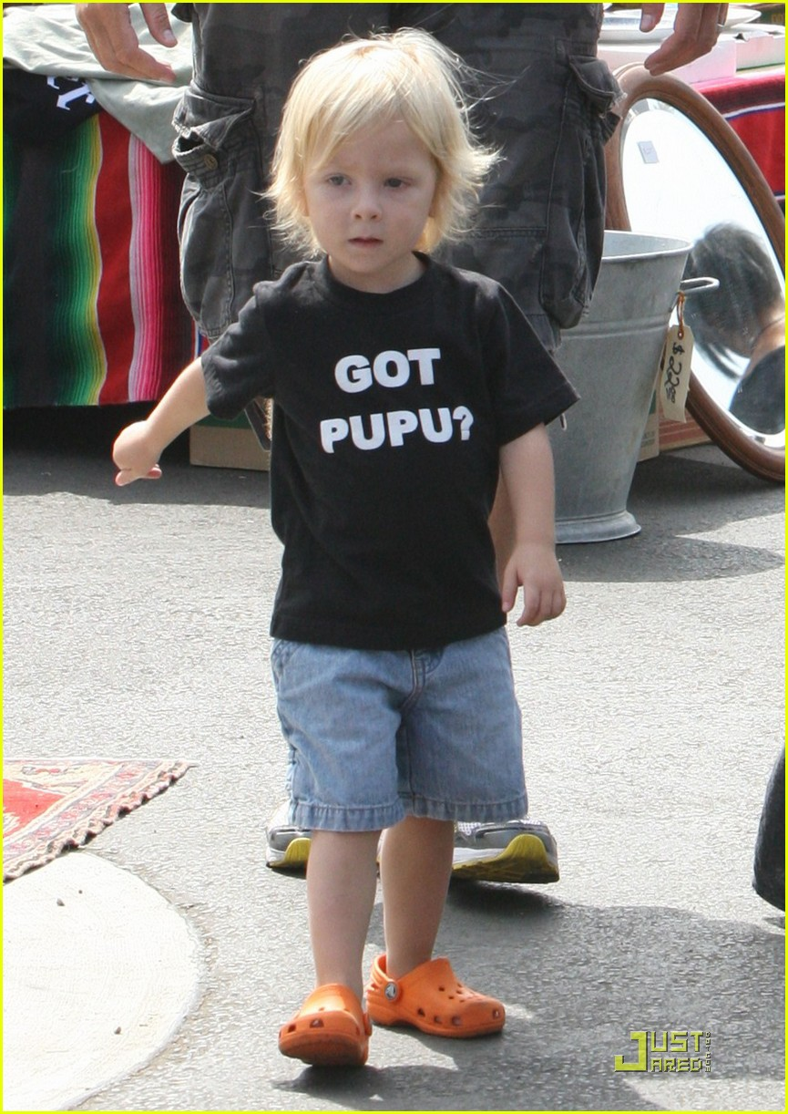 tori spelling frequents the flea market 03