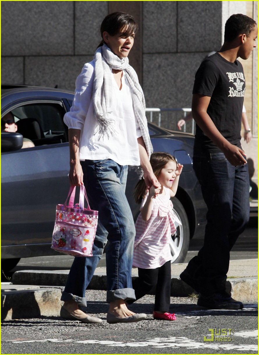suri cruise hello kitty 08