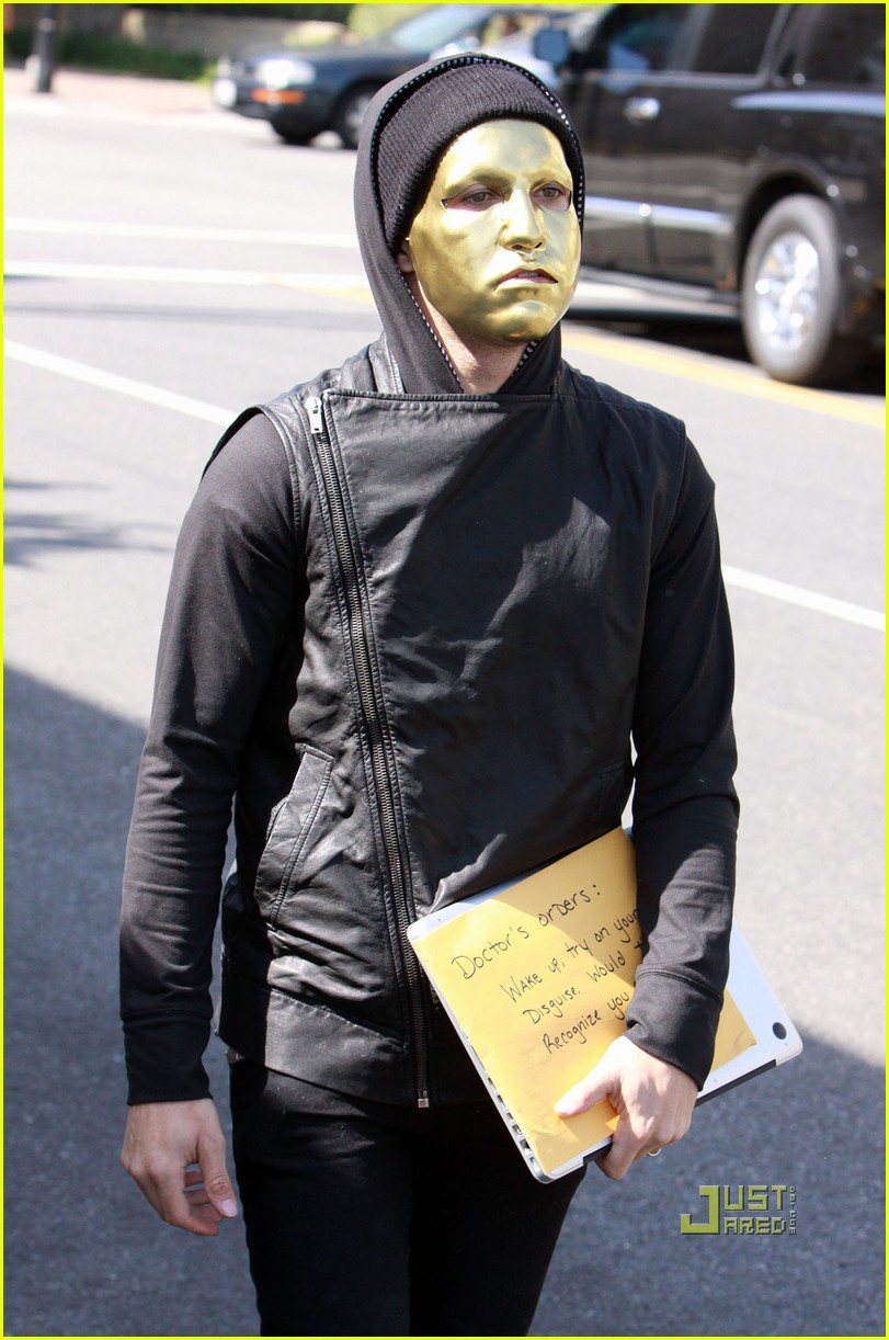 pete wentz gold mask 05