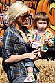 christina aguilera visits a pumpkin patch 01