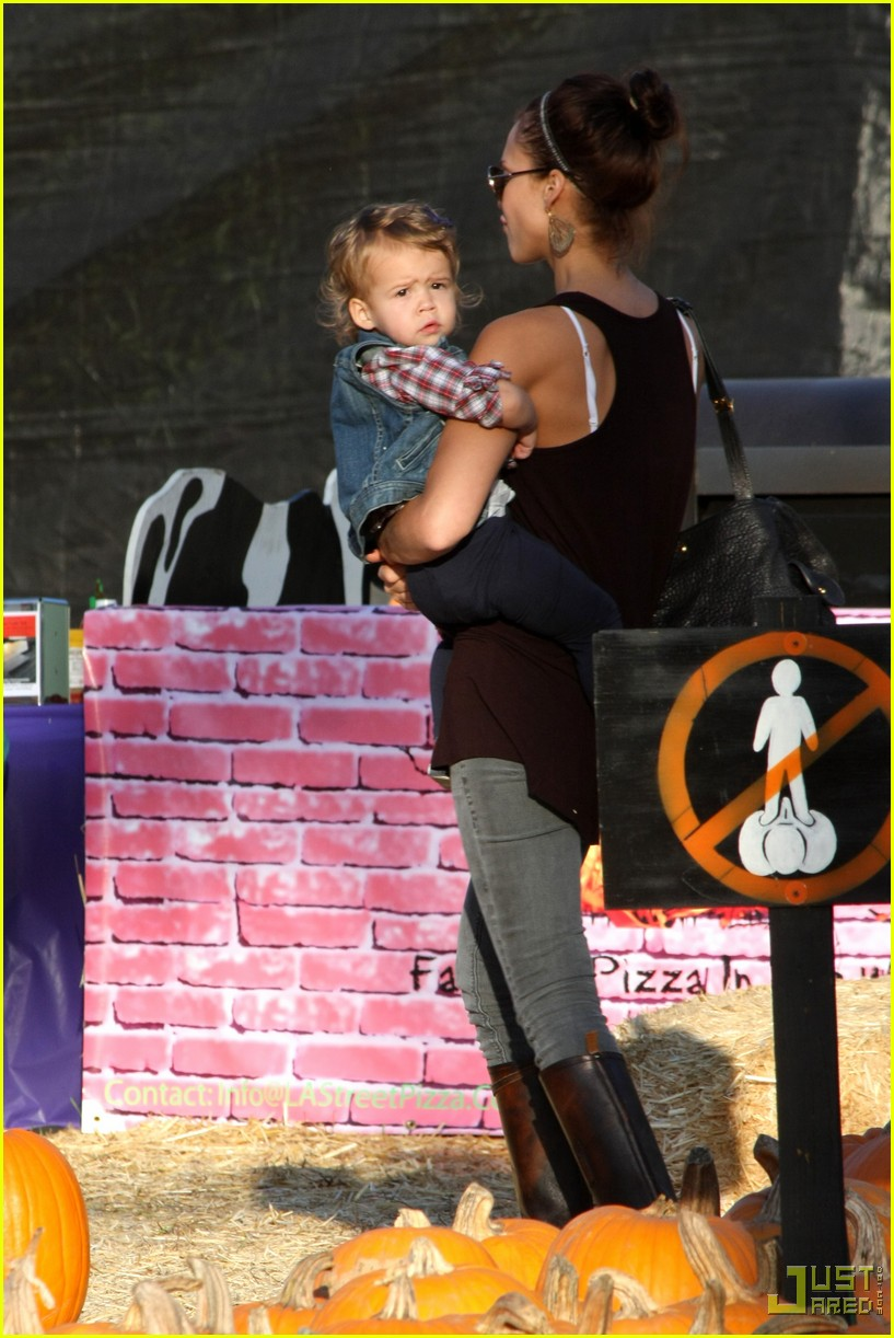 jessica alba honor warren pumpkin patch 18