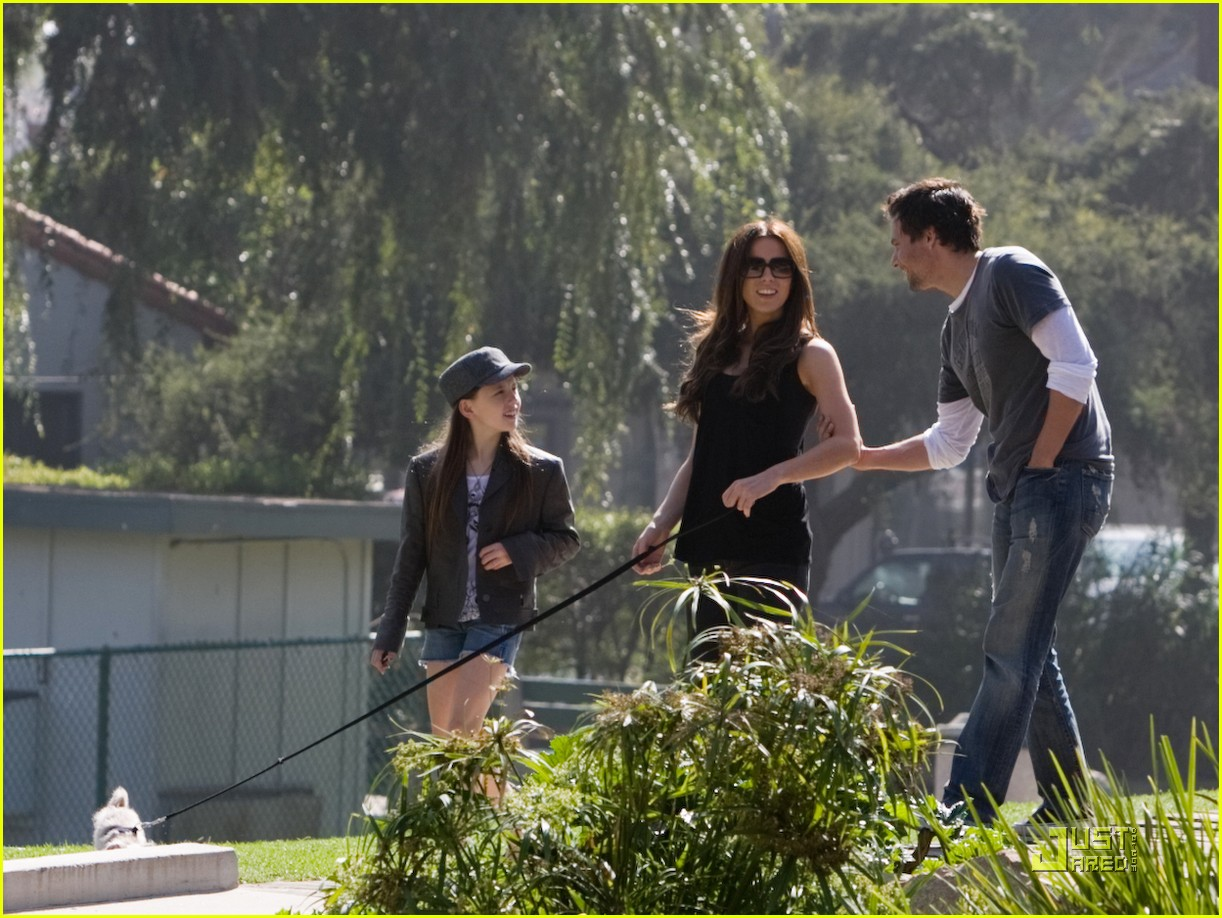 kate beckinsale and her family walk the dog 01