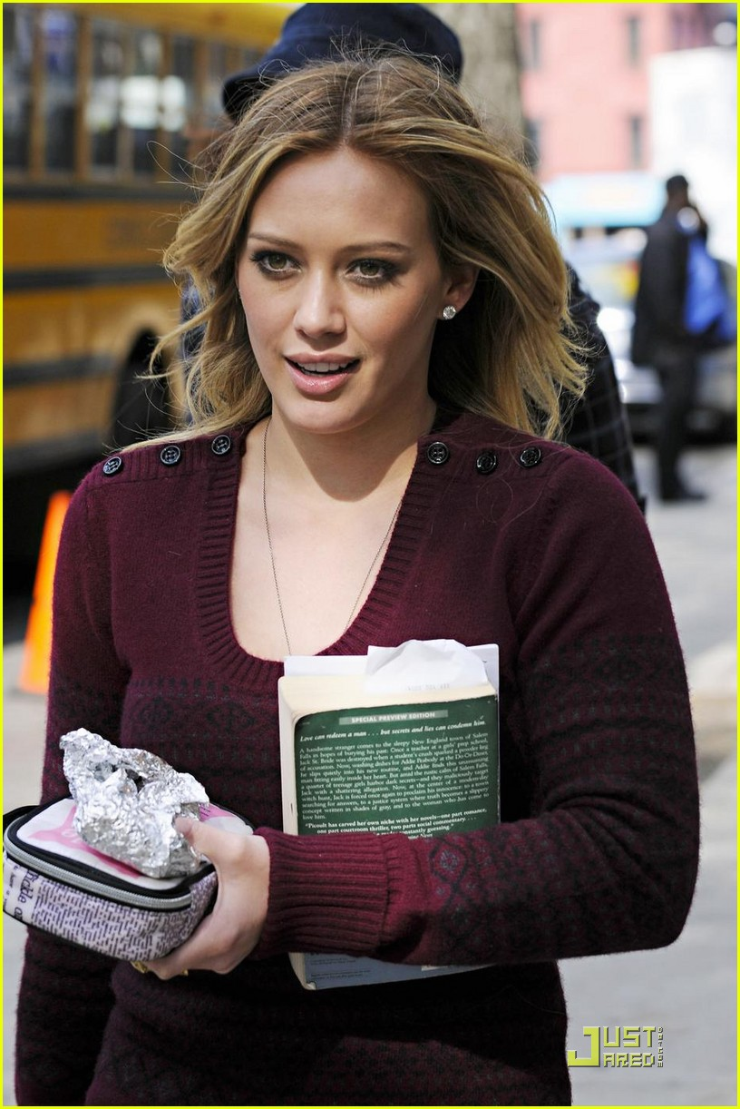 hilary duff is reading salem falls 07