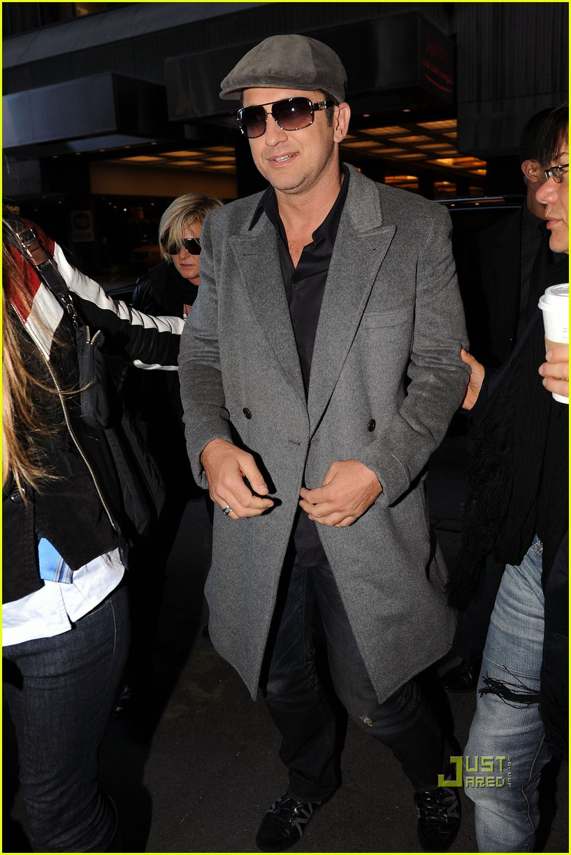 gerard butler whitney studio party 13