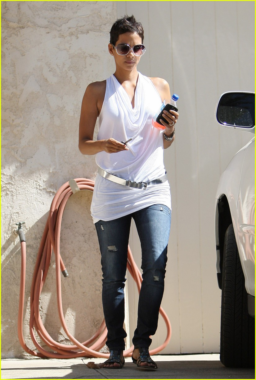 halle berry backside touched 08