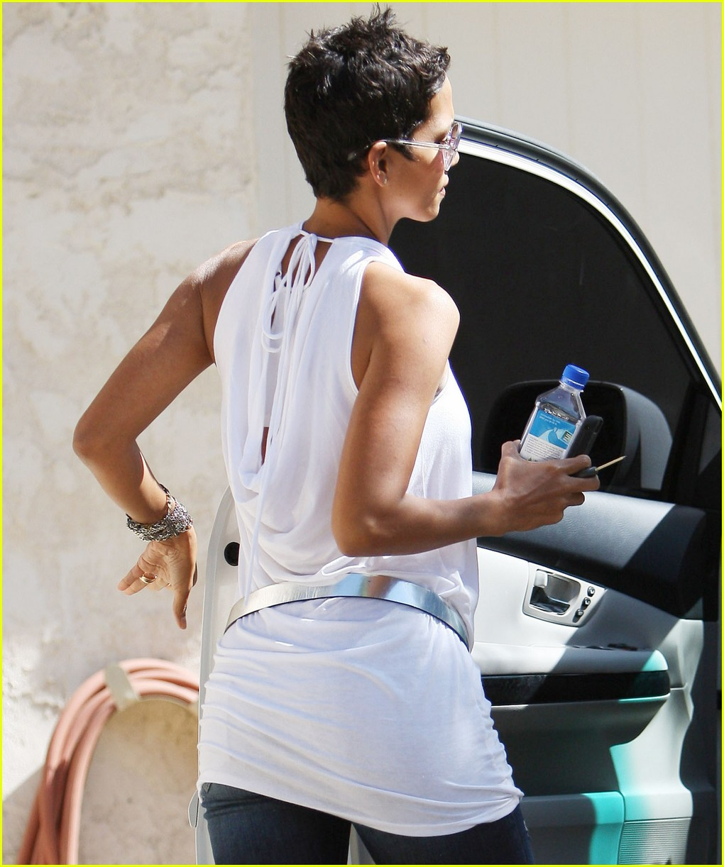 halle berry backside touched 09