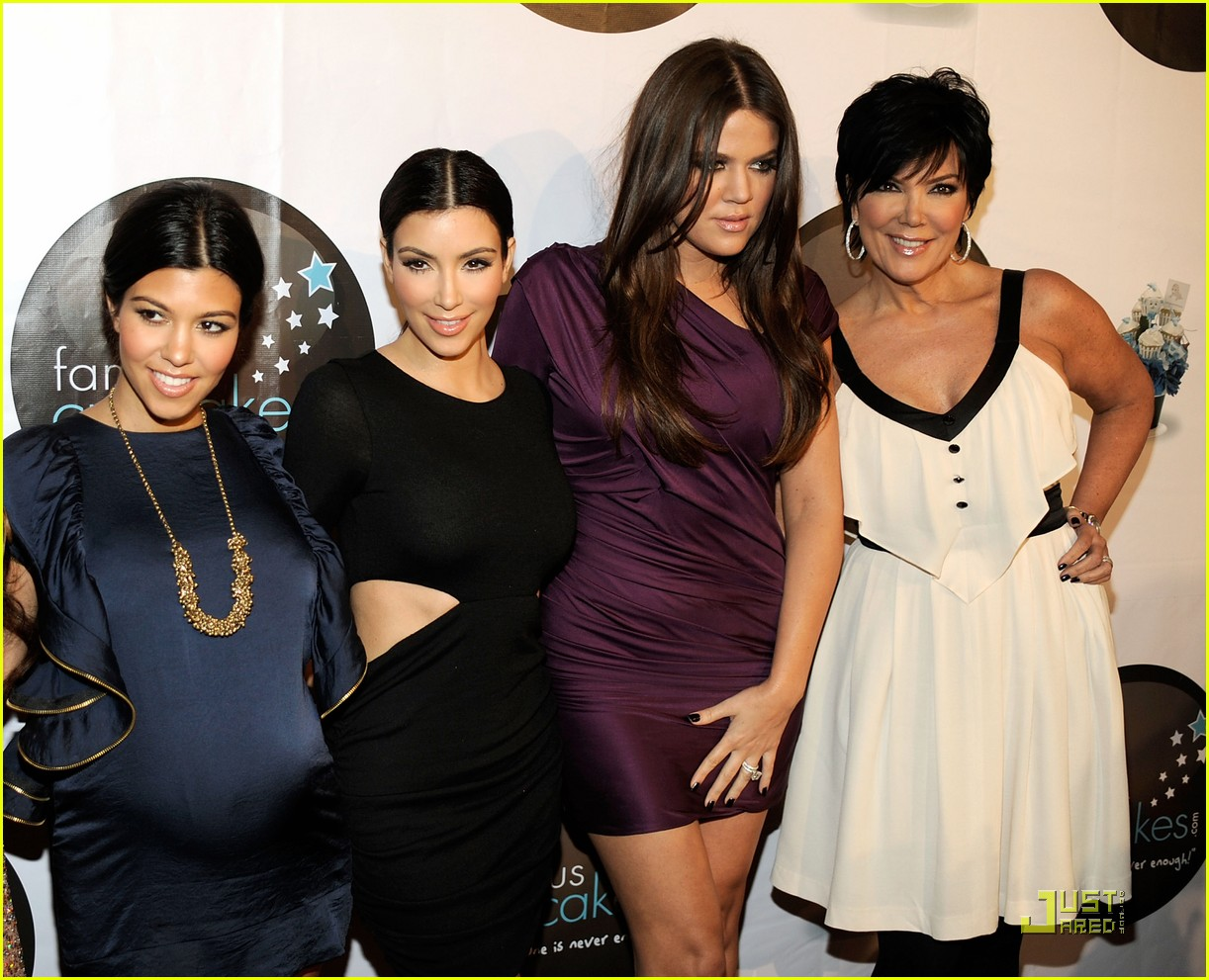 kim kardashian famous cupcakes grand opening 07