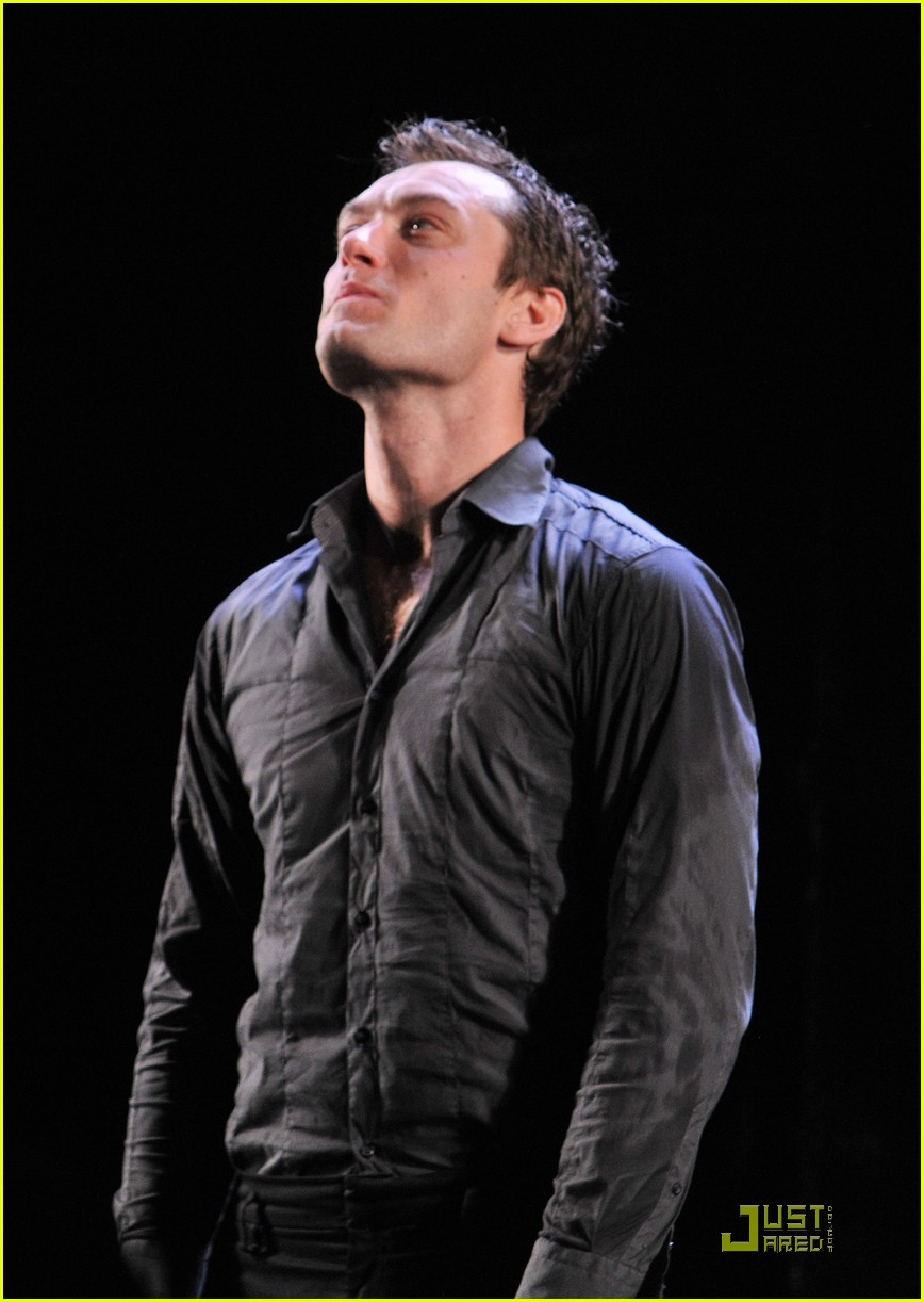 jude law opening night curtain call 07