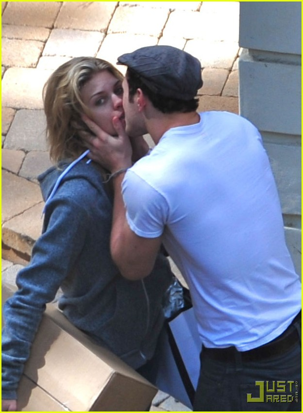 kellan lutz annalynne mccord kissing 02