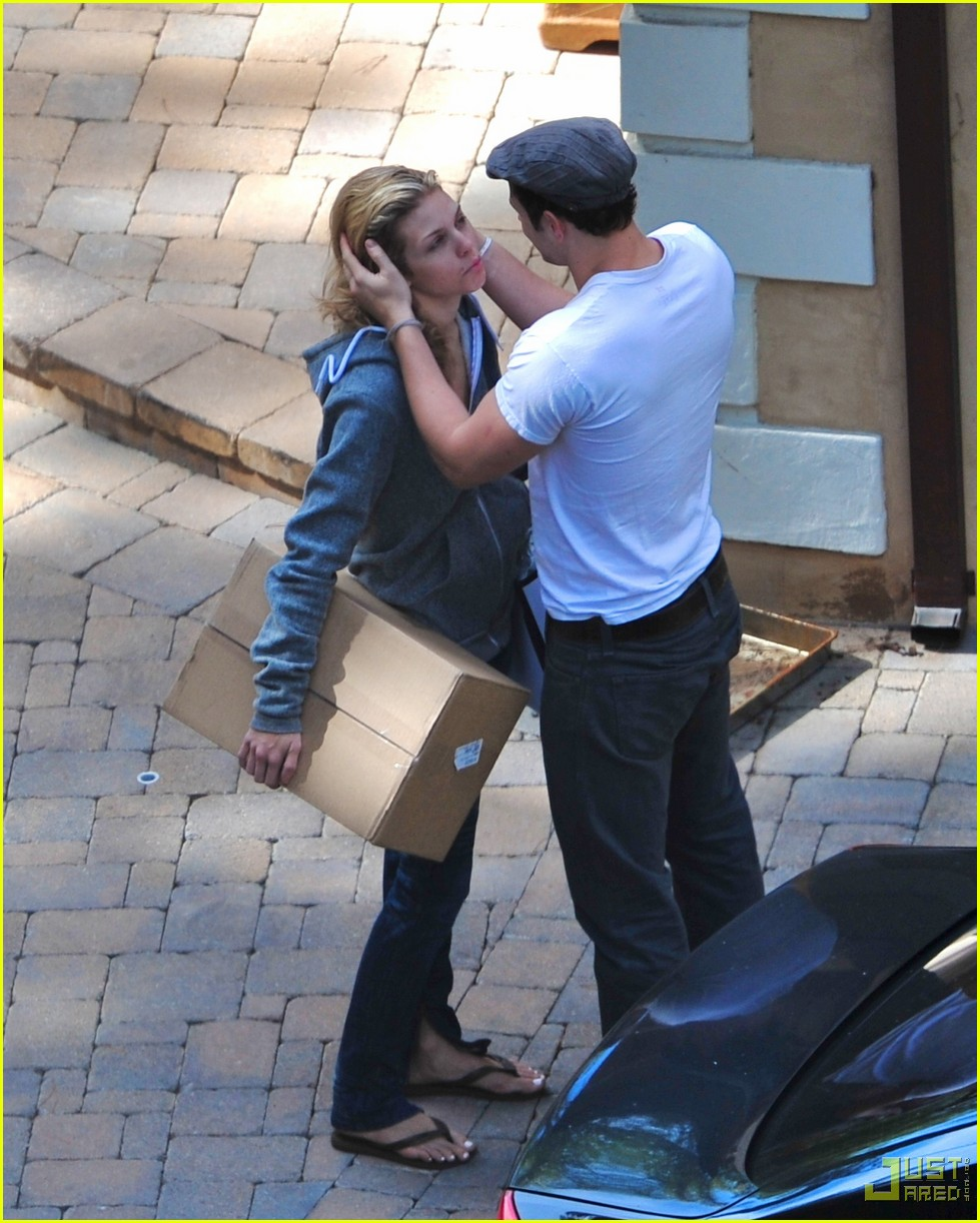 kellan lutz annalynne mccord kissing 05