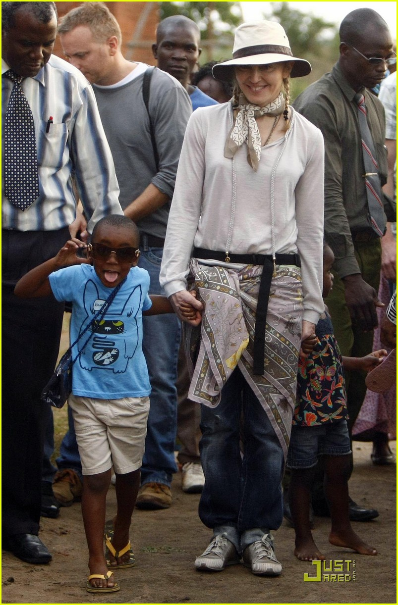 madonna is raising malawi 01