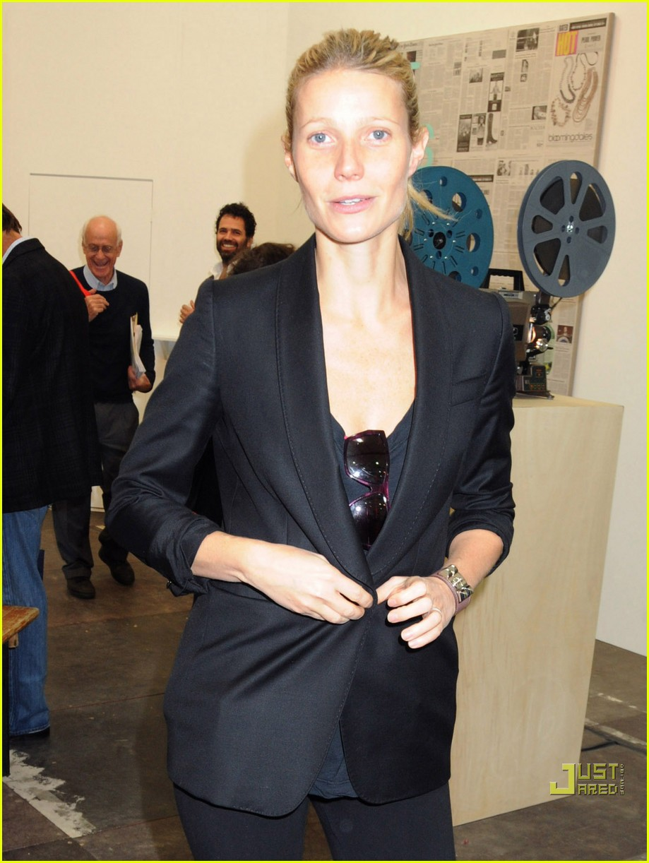 gwyneth paltrow frieze art fair 01