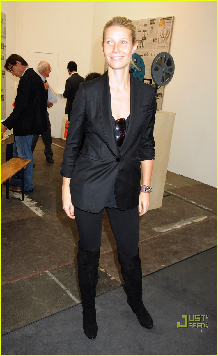 gwyneth paltrow frieze art fair 02