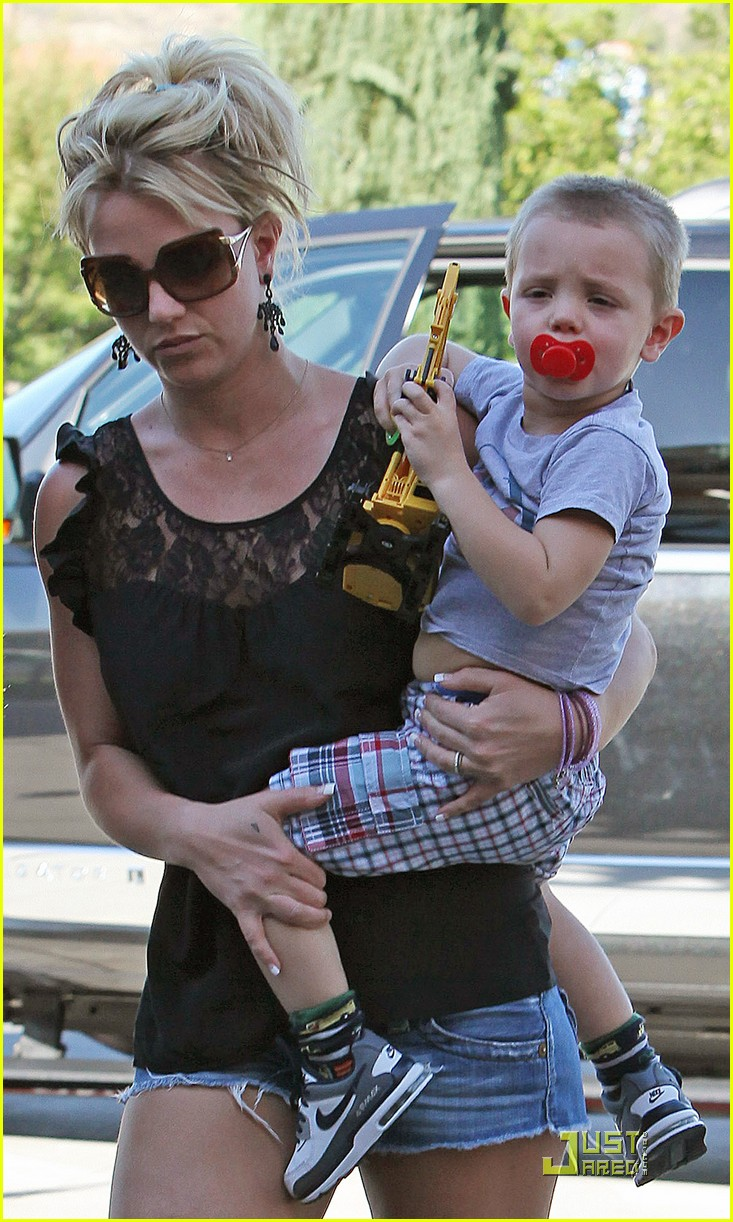 britney spears sons see a movie 02