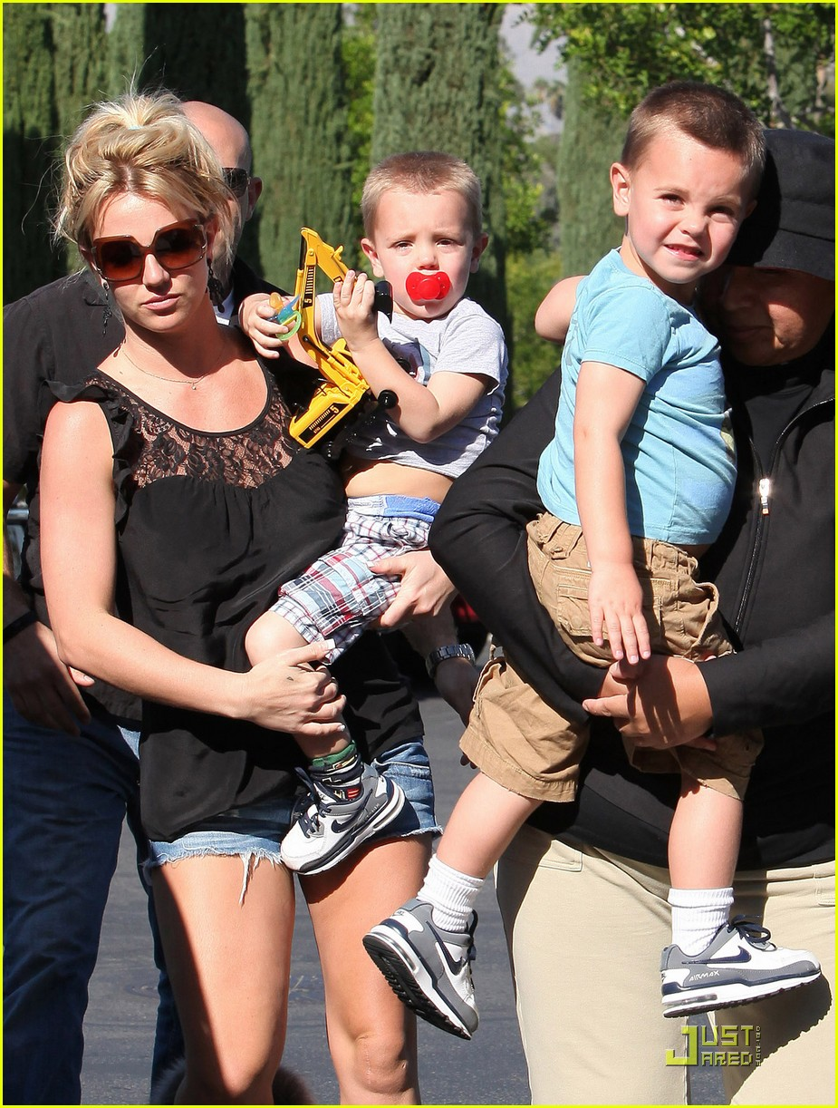 britney spears sons see a movie 05