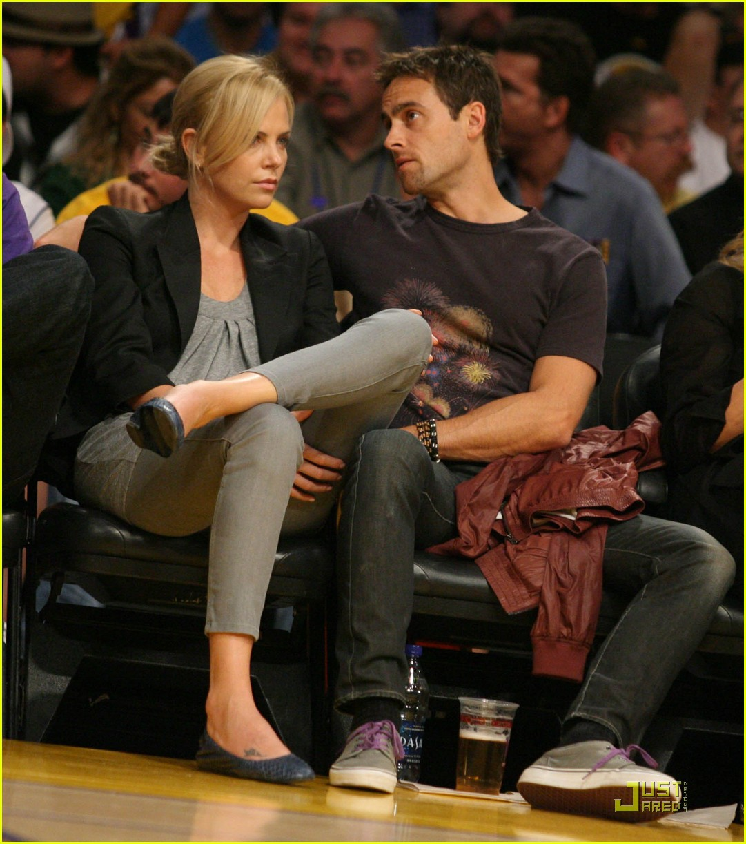 charlize theron stuart townsend love the lakers 02