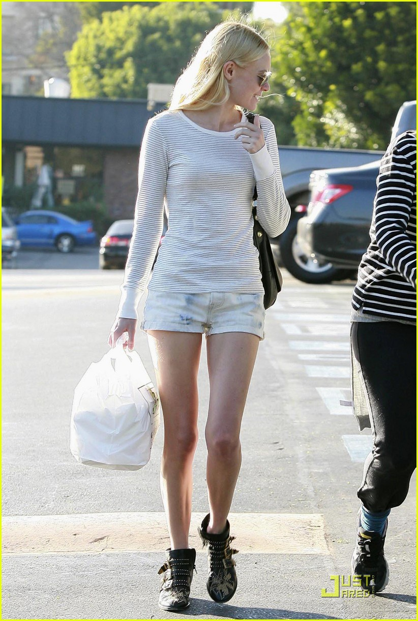 kate bosworth snacks on a sandwich 062380852