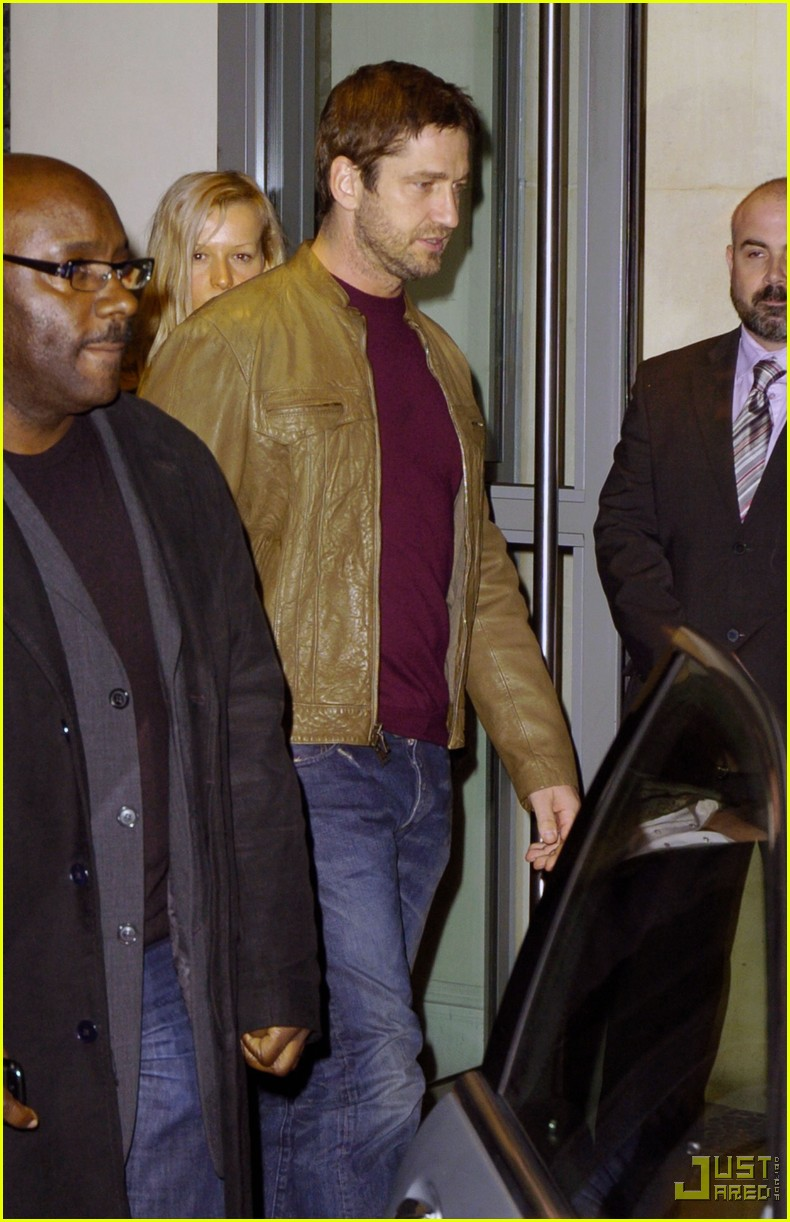gerard butler leaving london hotel 052354002