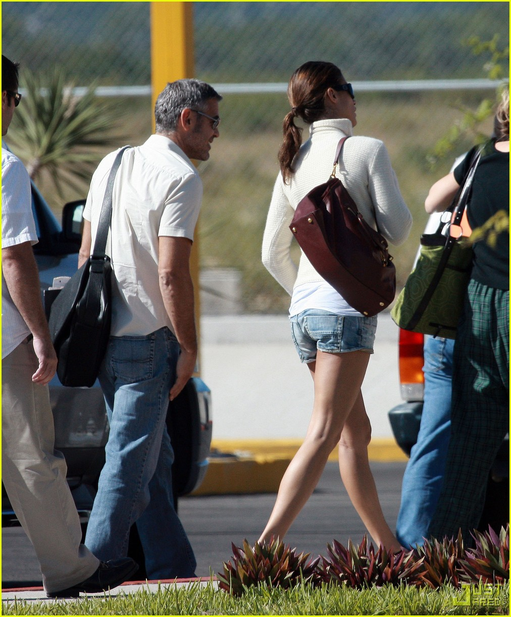 george clooney leaving los cabos 03
