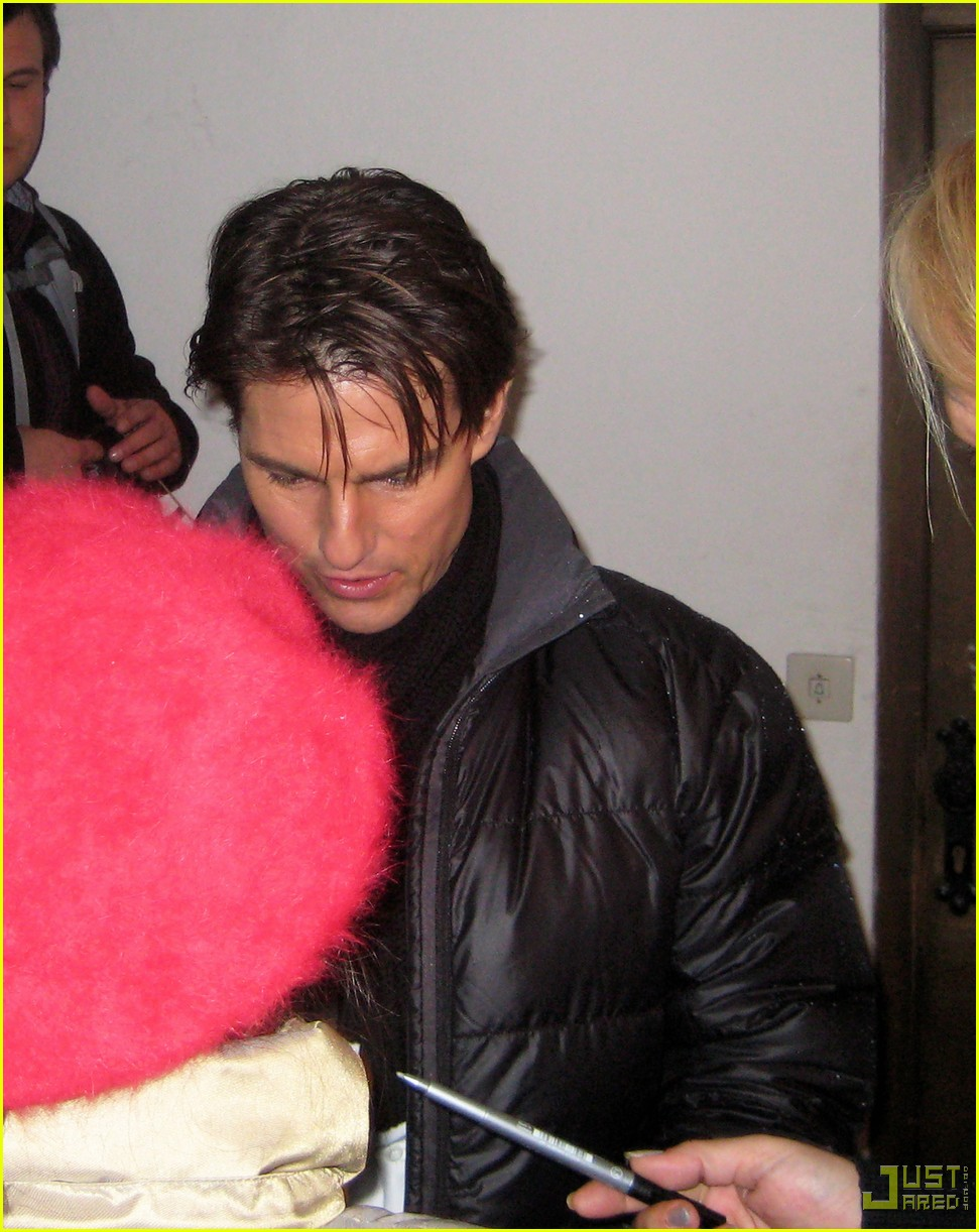 tom cruise signs autographs salzburg 022376912