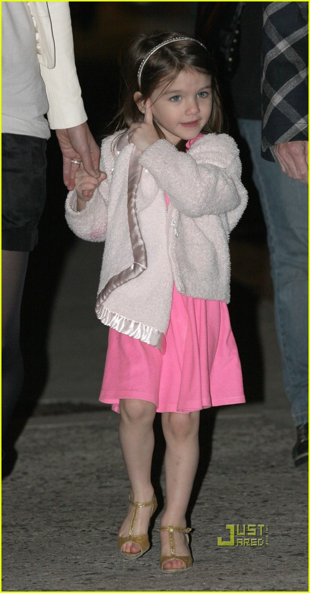 katie holmes suri cruise lion king broadway 032374071